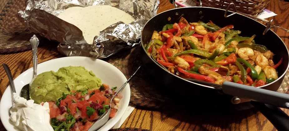 chicken & Shrimp fajitas homemade quac pico (2)