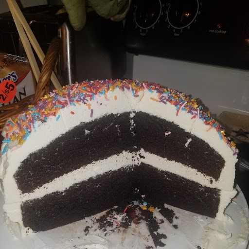 CHOCOLATECAKE IN HALF